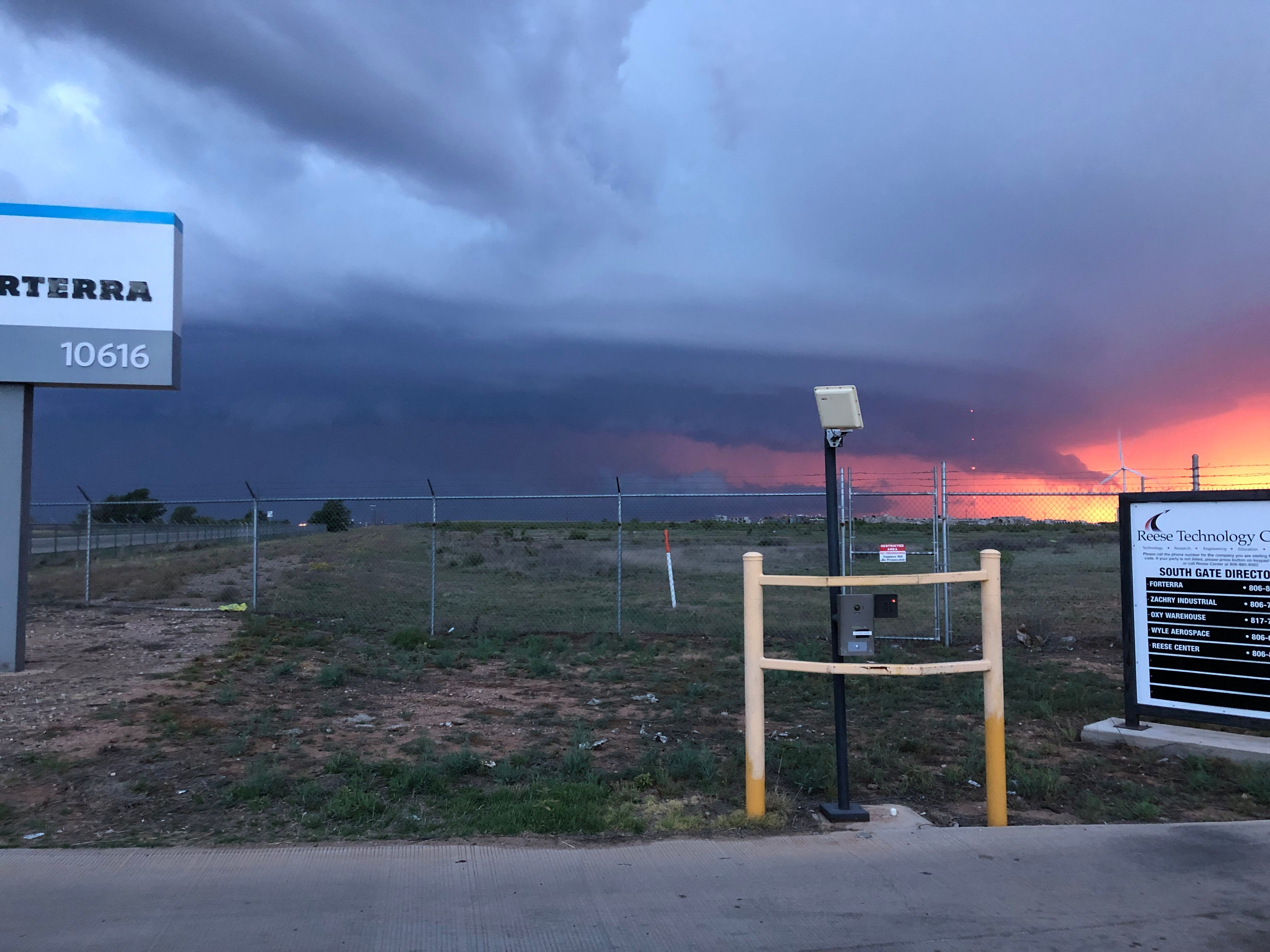 Looking west at the line of storms as they approached Lubbock on Monday evening (11 May). This picture was taken by Alan Martin.