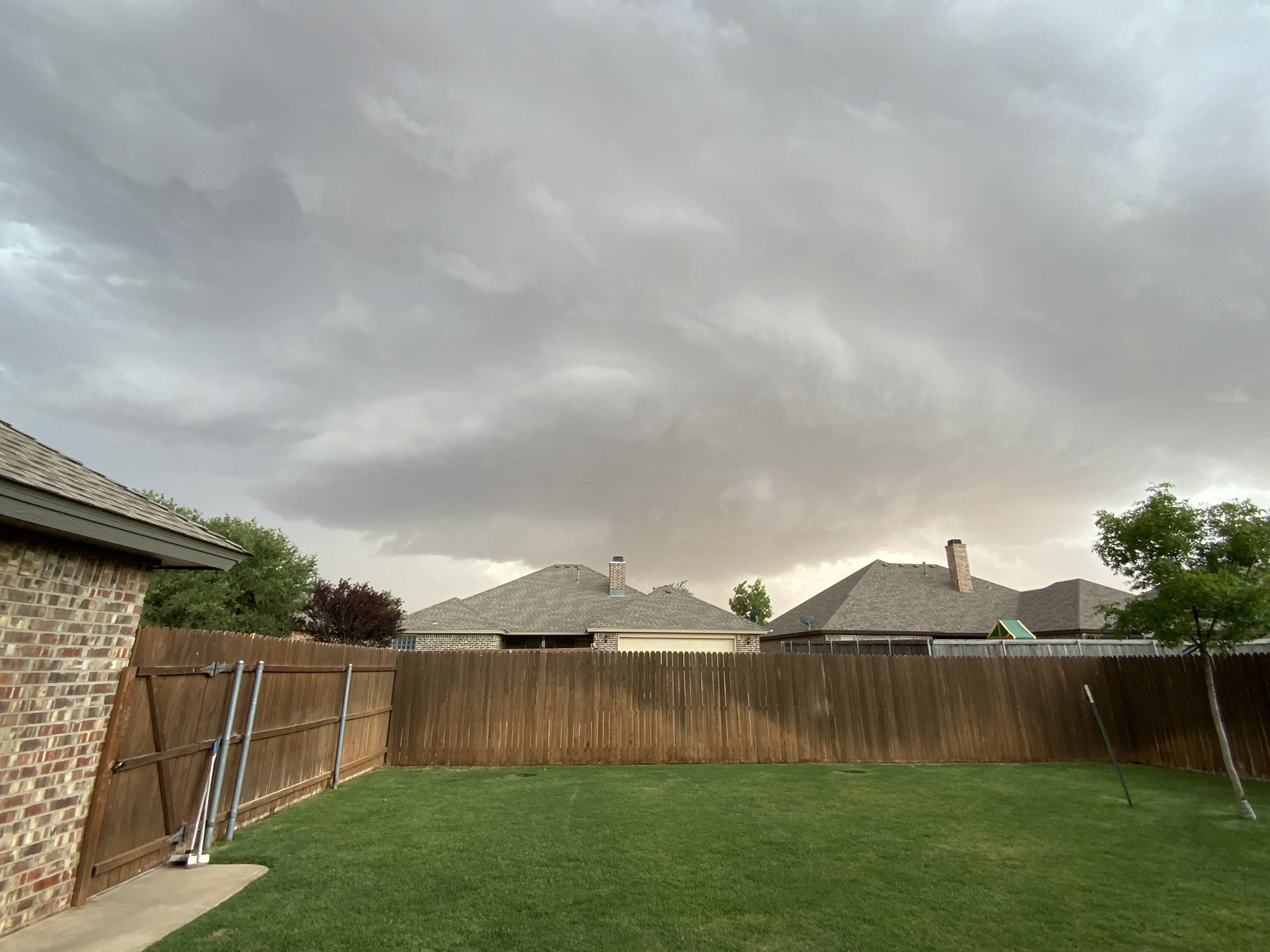 Supercell thunderstorm approaching Lubbock from the south Wednesday evening (20 May 2020). The picture was taken near Quaker Avenue and 123rd Street and is courtesy of @RBrandisCrisis.