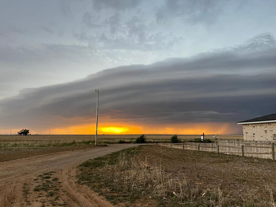 Storm approaching Plainview around sunset on Friday (14 May 2021). The picture was taken by Demetre Velazquez and relayed by Jacob Riley.�